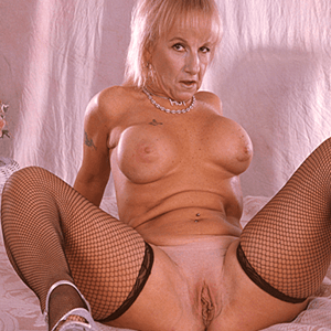 http://www.fickende-schlampen.com/porno-videos/